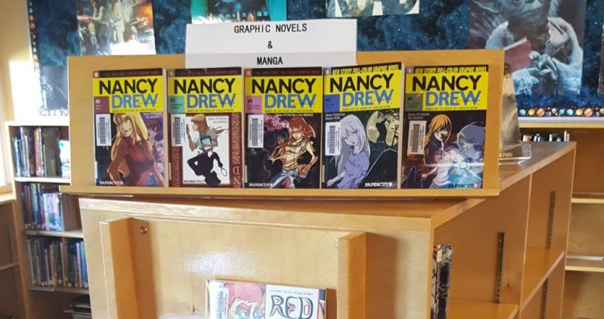 Lots of Graphic Novels and Manga in English and French